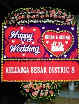 karangan bunga happy wedding keluarga besar distric 8