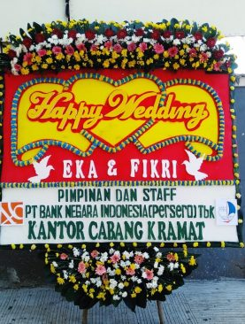 Karangan bunga papan happy wedding dari PT.bank negara indonesia persero tbk