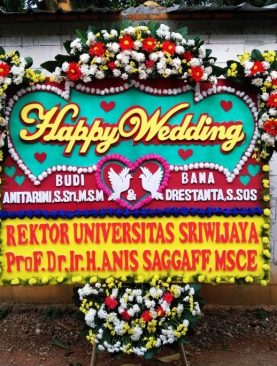 karangan bunga papan happy wedding dari rektor Universitas Sriwijaya