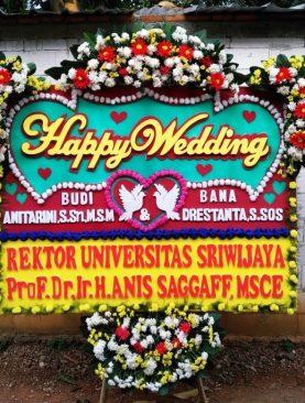 karangan bunga papan happy wedding dari rektor Universitas Sriwijaya